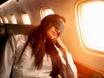 النوم في الطائرة