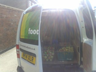 20150930_105537 food bank van.with apples