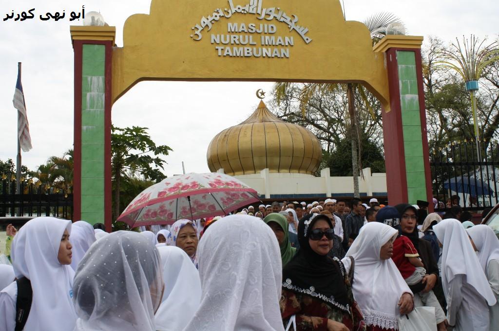 Umat Islam mula meninggalkan masjid bagi mengiringi janazah ke tanah perkuburan