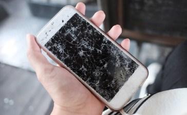 إصلاح شاشة الهاتف المكسورة