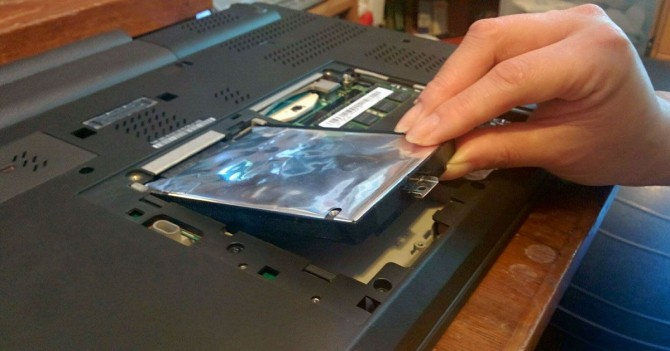 استبدال HDD بقرص SSD