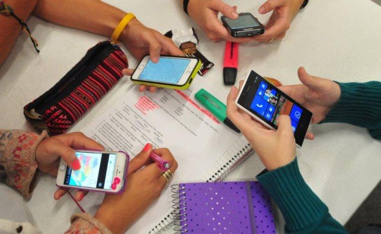 حظر الهواتف في المدارس