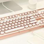 لوحة المفاتيح الفارهة هذه والغريبة جداً من AZIO