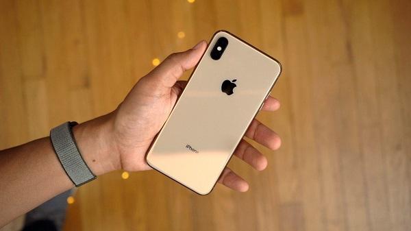 هاتف آيفون XS Max إصدار 512 جيجابايت