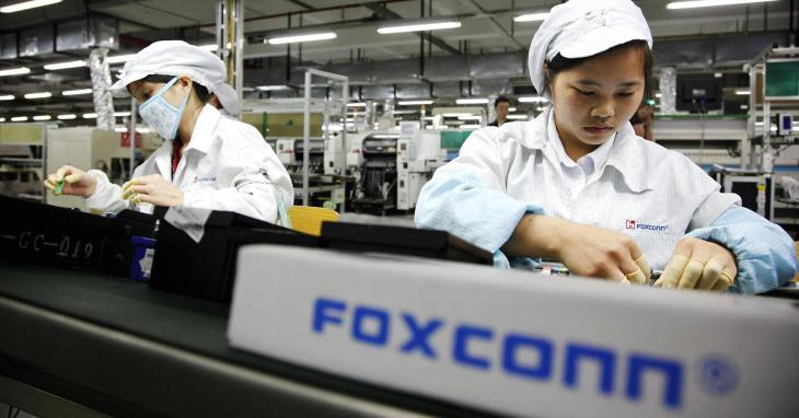 طلبة في مصنع فوكسكون يعملون لـ 11 ساعة لمجاراة الطلب على آيفون 10