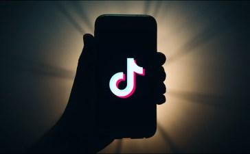 كيفية الإبلاغ عن فيديو أو حساب أو تعليق على تيك توك