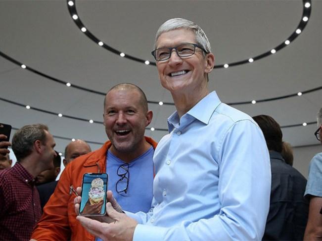 Tim Cook iPhone X