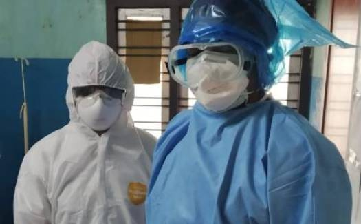 Healthcare_workers_wearing_PPE-1a