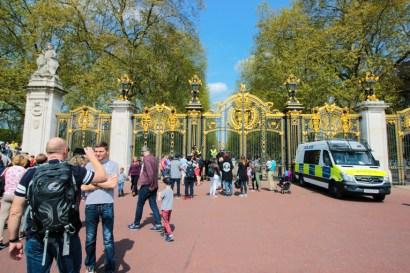 Portões dourados de Saint James Park.