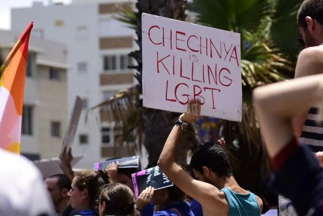 Dos hombres homosexuales escaparon de la tortura en Chechenia.  La policía rusa los está enviando de regreso.
