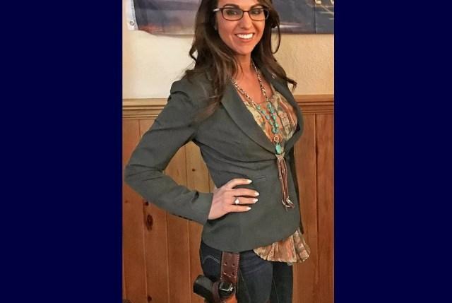 La representante Lauren Boebert, simplemente pasando el rato en su restaurante con una pistola, como una persona normal