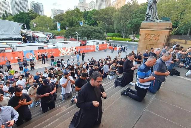 Los manifestantes Christian Lives Matter frente a la Catedral de Santa María