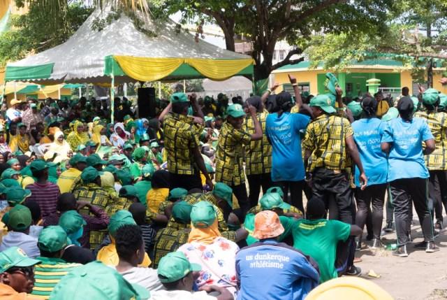 Stone town, Zanzibar / Tanzania - 15 de julio de 2020: Esperando al candidato presidencial de CCM, Hussein Ali Mwinyi, en la sede de CCM para saludar a los partidarios por primera vez antes de las elecciones de Zanzíbar 2020.