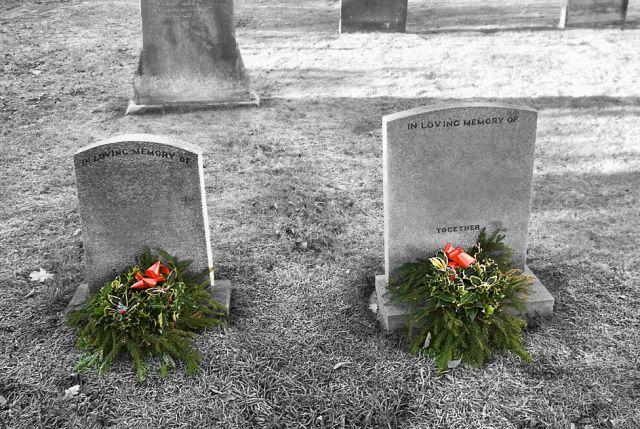 dos lápidas