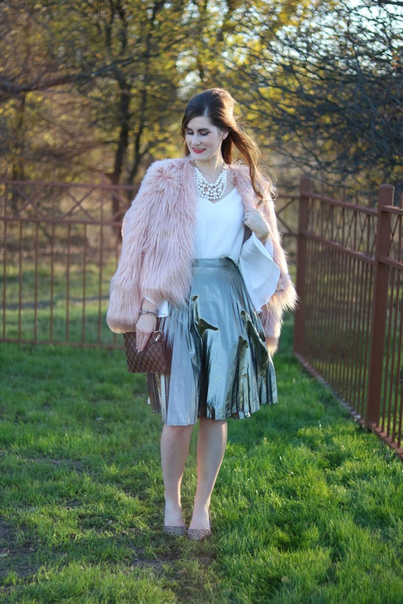 festive holiday outfits | what to wear for the holidays | holiday outfits | metallic and fur