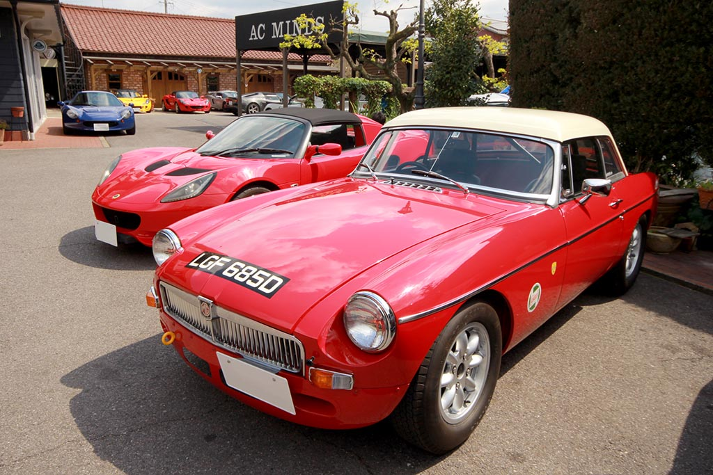 祝納車! MGB Roadster Racing