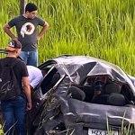 Carro fura pneu, capota e deixa seis pessoas feridas na BR-364