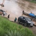Na Base, motorista estanca e cai com caminhonete no rio Acre
