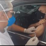"""""""Que Deus perdoe o Bolsonaro"""", diz Tchê ao ser vacinado contra covid"""