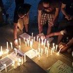 Com velas e cruzes, manifestantes dizem que Bolsonaro está chicoteando o povo na pandemia