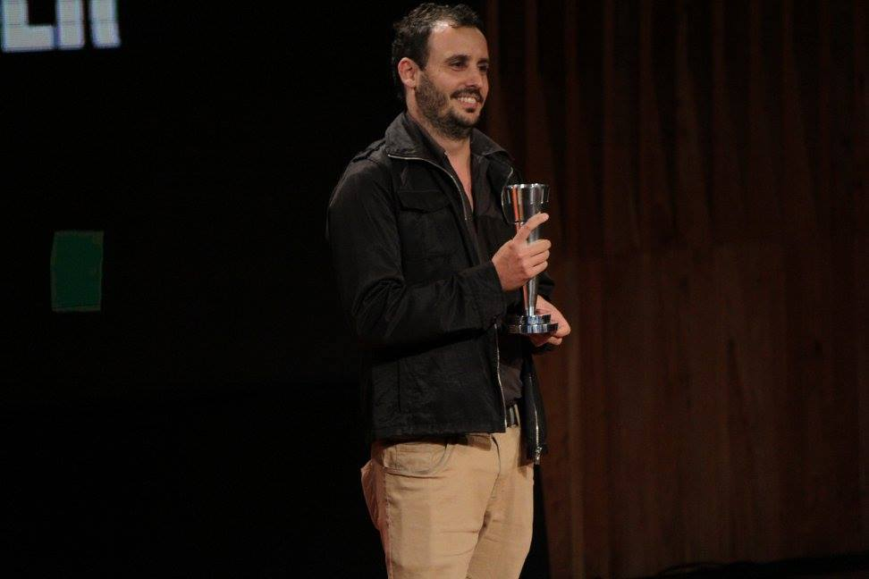 El director Diego Lerman entrega el premio a Mejor Dirección