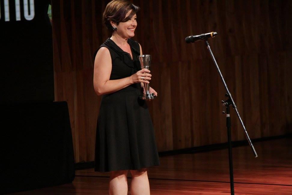 Eugenia Alonso entrega el premio a Revelación Masculina