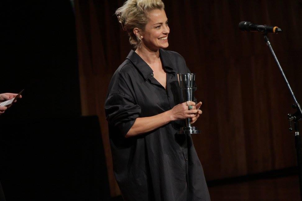 Dolores Fonzi entrega el premio a Mejor Actor Protagónico