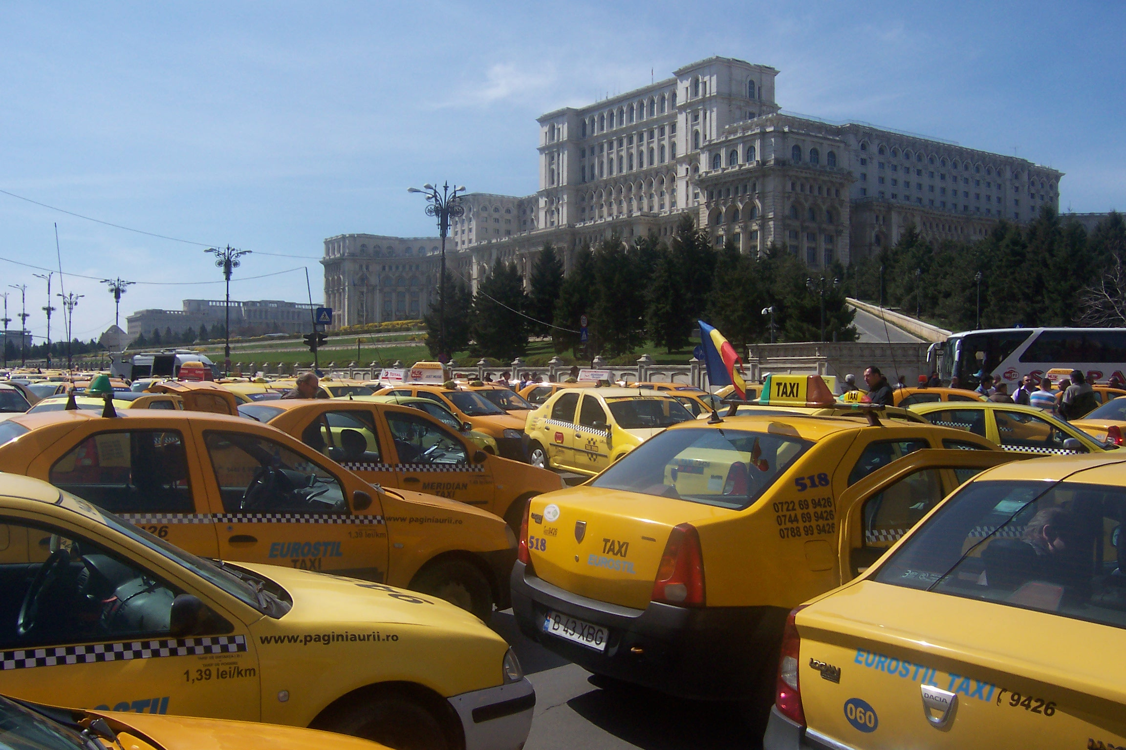 PARLAMENT: DEPUTATII DISCUTA MODIFICARI PE LEGEA TAXIMETRIEI