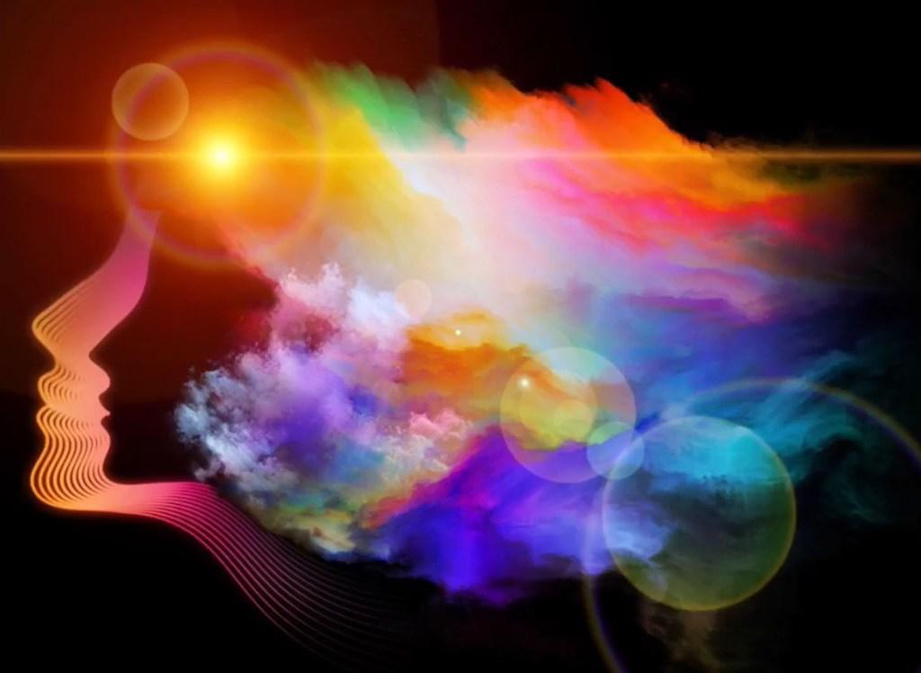 tête femme avec lumière au niveau du crâne