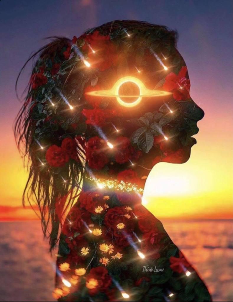 représentation d'une femme devant un coucher de soleil avec des étoiles et saturne dans son corps