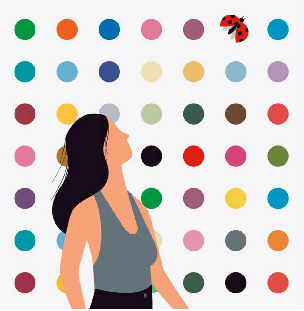 représentation d'une femme regardant une coccinelle volée