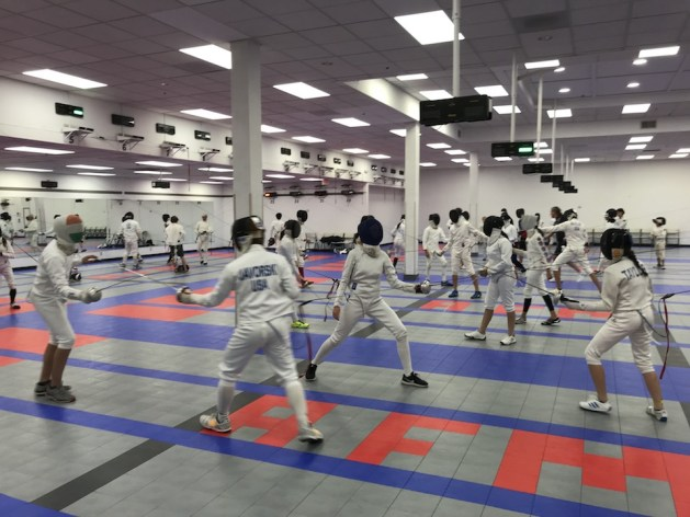 Why do Experienced Epee Fencers Sometimes Lose to Beginners