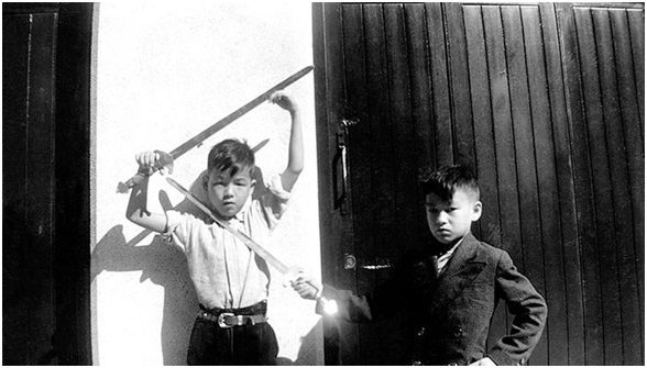 Bruce Lee and Peter Lee swordfighting as children. Image: The Bruce Lee Foundation