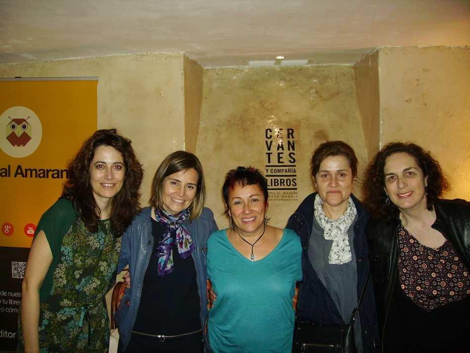 Esther Aparicio (centro) y Silvia Sánchez Rog (izquierda)