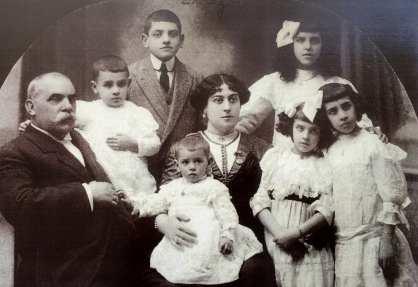 Leonardo Buñuel con su familia