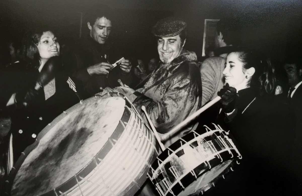 Fernando Rey tocando el tambor en Calanda