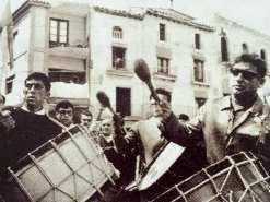 """La tamborada de Semana Santa en el cortometraje """"Calanda, 1966"""" de Juan Luis Buñuel"""