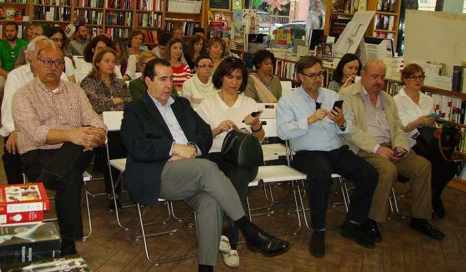 """Público asistente a la presentación de """"La memoria del Tiempo"""" en Librería Gaztambide"""