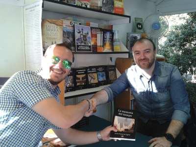Javier Torras de Ugarte con un lector