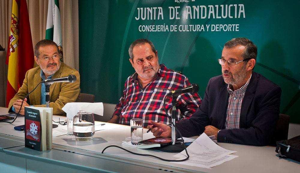 Cuando regrese el invierno - En la imagen, de izquierda a derecha, el pintor y escritor Vicente Toti, Diego Caballero y Rafael J. Terán, presidente del Colegio de Periodistas de Huelva
