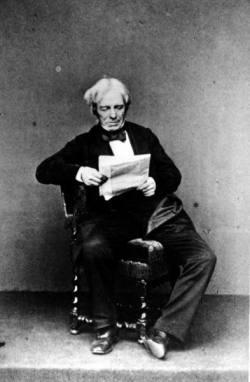 Faraday leyendo