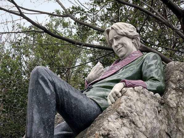 Oscar_Wilde_Statue_(4503030408)