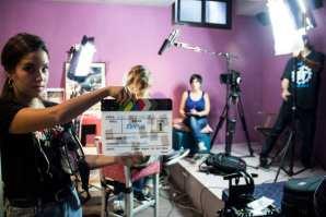Beatriz Carretero grabando una escena con Amaya Valdemoro