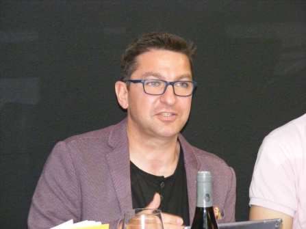 Francisco Galán en la presentación de su libro en Torrelavega