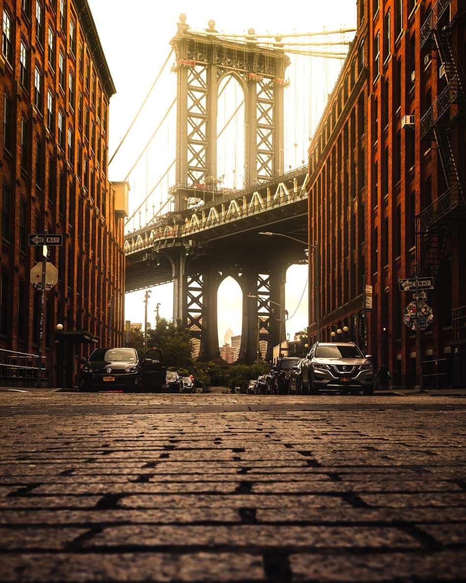 Photo by Anas Hinde from Pexels - Acalanda - Puente de Brooklyn