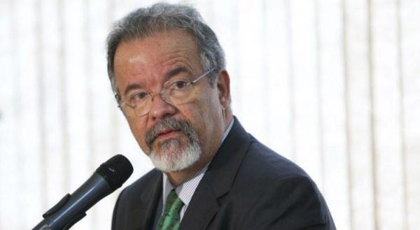 Min. da Defesa, o socialista Raul Jungmann, foi citado na delação da Odebrecht por ter recebido dinheiro de caixa-dois.