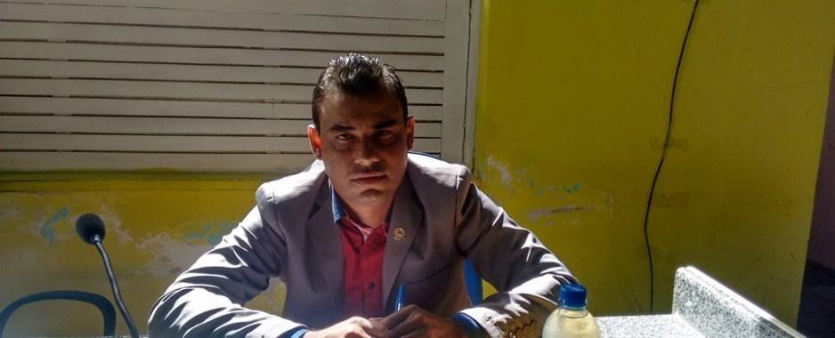 Prefeito de Uauá ignora pedido de vereador de oposição e deixa famílias passando sede. João da Davi ainda rebateu insinuações de colega