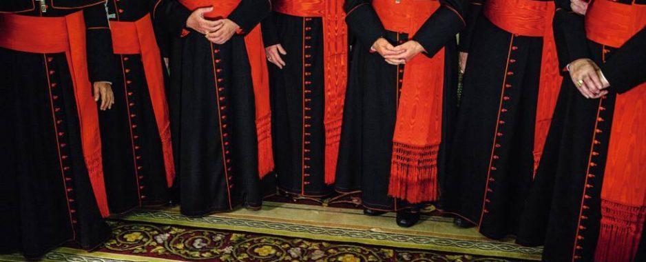 Padre desvia R$ 400 mil de doações a paróquia para gastar com homens