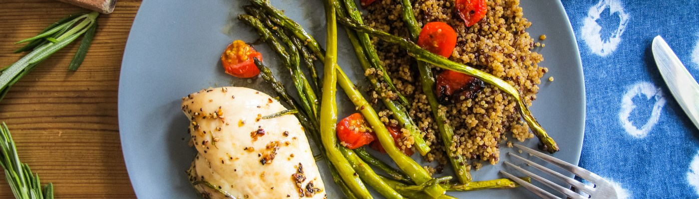Recette poulet aux asperges, tomates cerises et quinoa // Recipe Chicken breast with asparagus and cherry tomatoes // A Cardboard Dream Blog