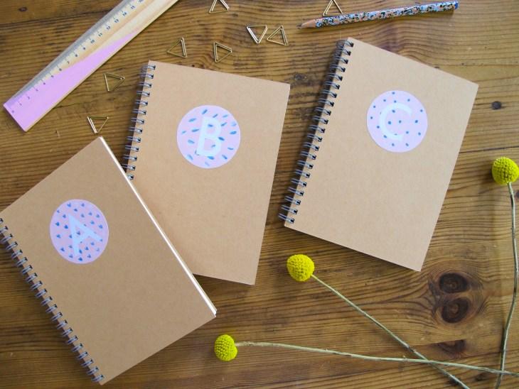 DIY / Printable / Comment réaliser des carnets personnalisés monogrammes // How to make monograms notebooks